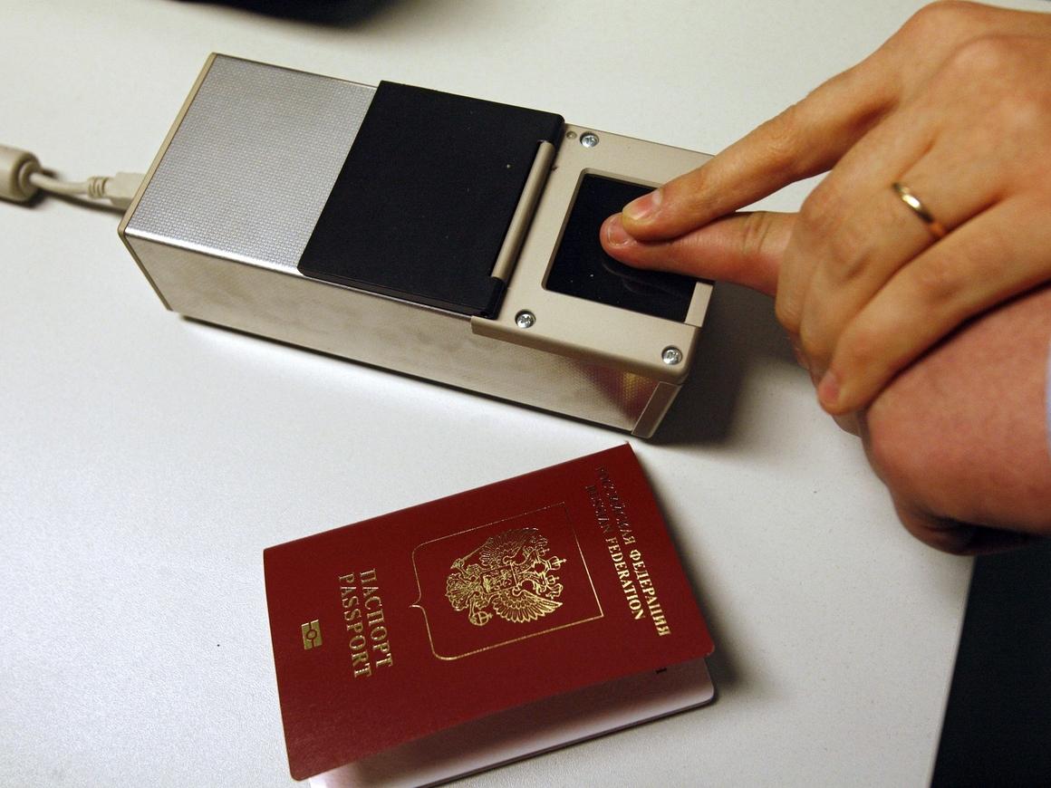 За права и загранпаспорт придётся платить больше – Путин подписал закон