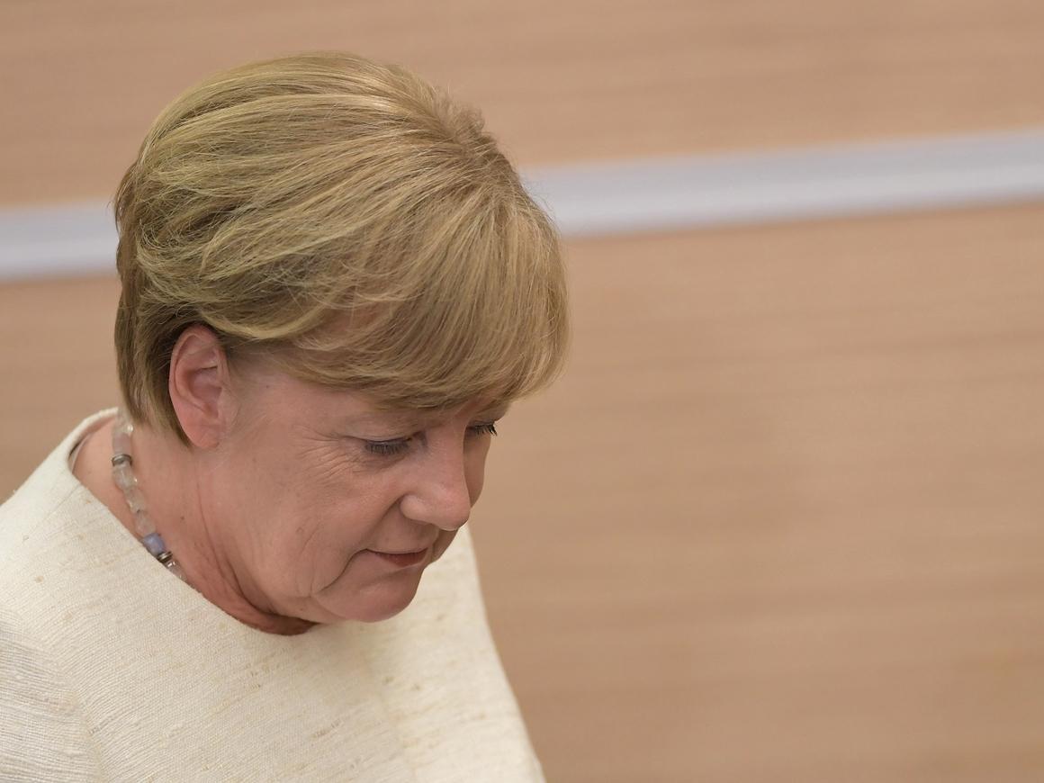 По мигрантам вроде договорились. Но Меркель по-прежнему в огне