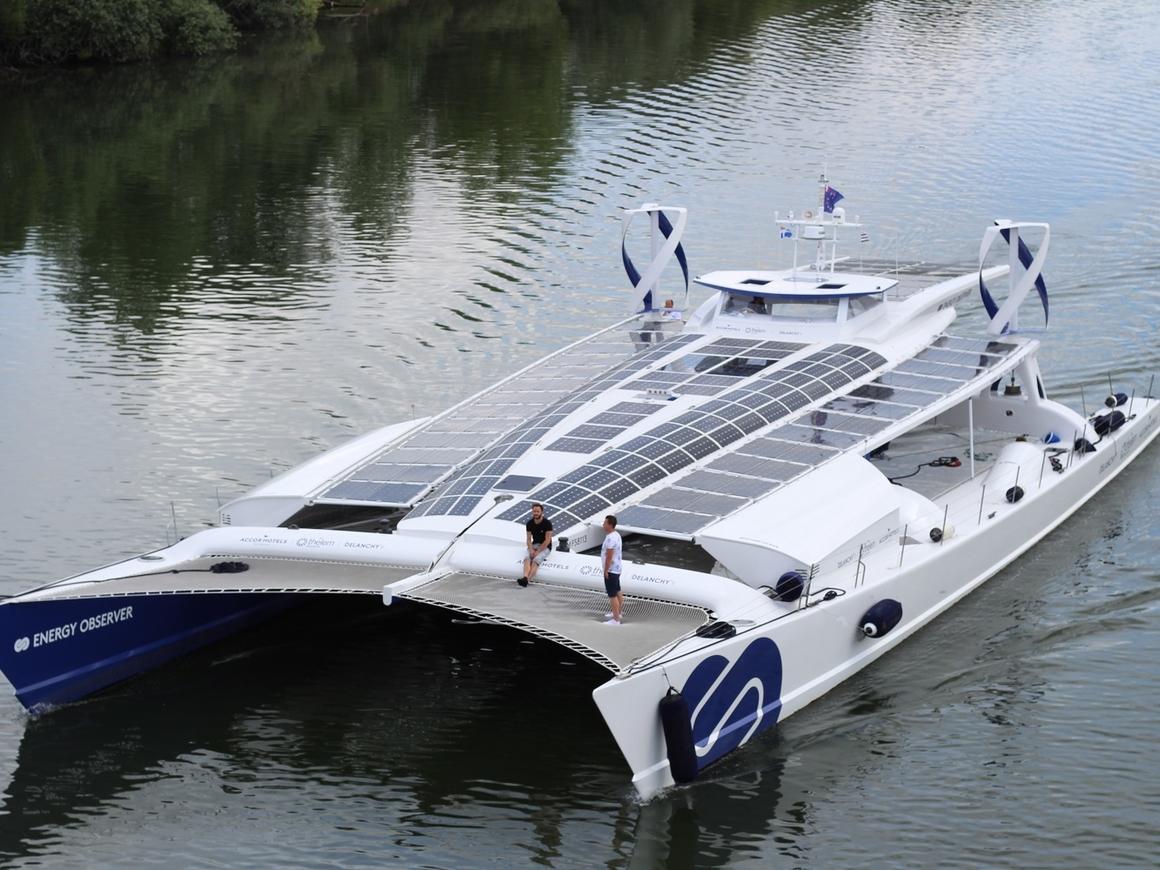 Toyota запустила первый в мире водородный корабль