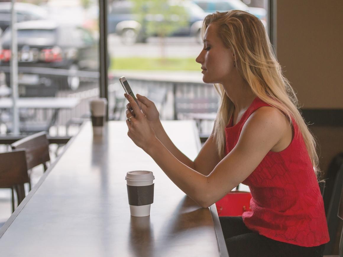 Они следят за тобой – через экран смартфона