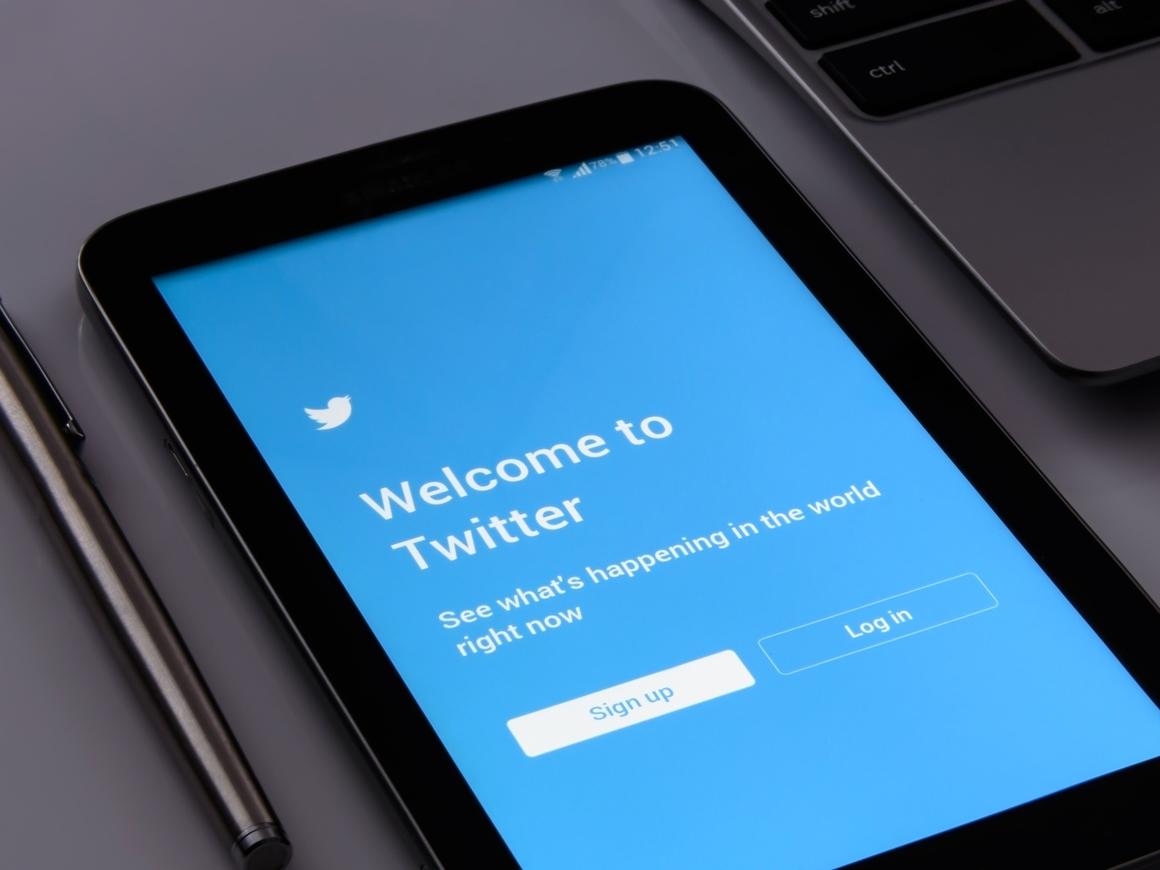 Миллион аккаунтов в день в бан: Twitter борется с дезинформацией