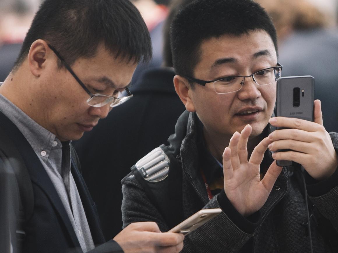 Samsung открывает в Индии крупнейшую фабрику мобильных телефонов