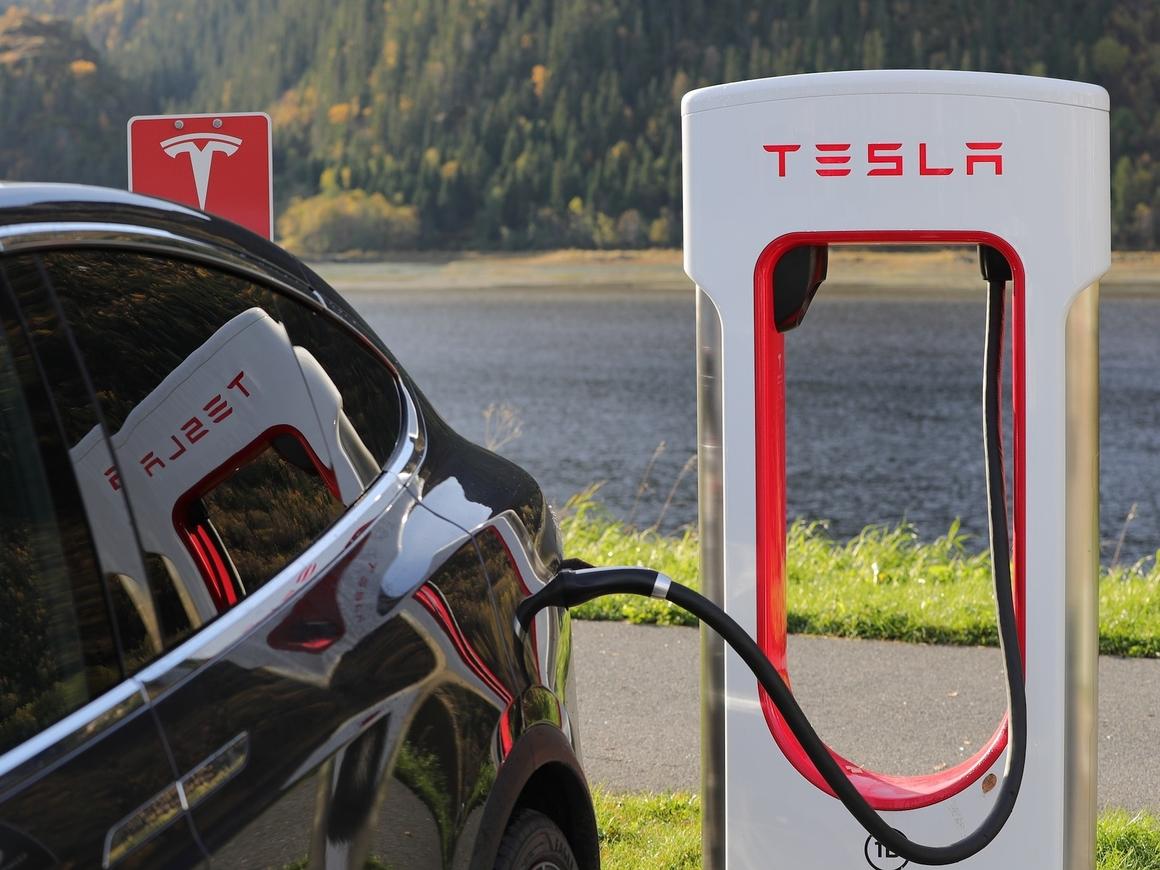 Tesla идёт на Китай: Илон Маск подписал соглашение о строительстве завода в КНР