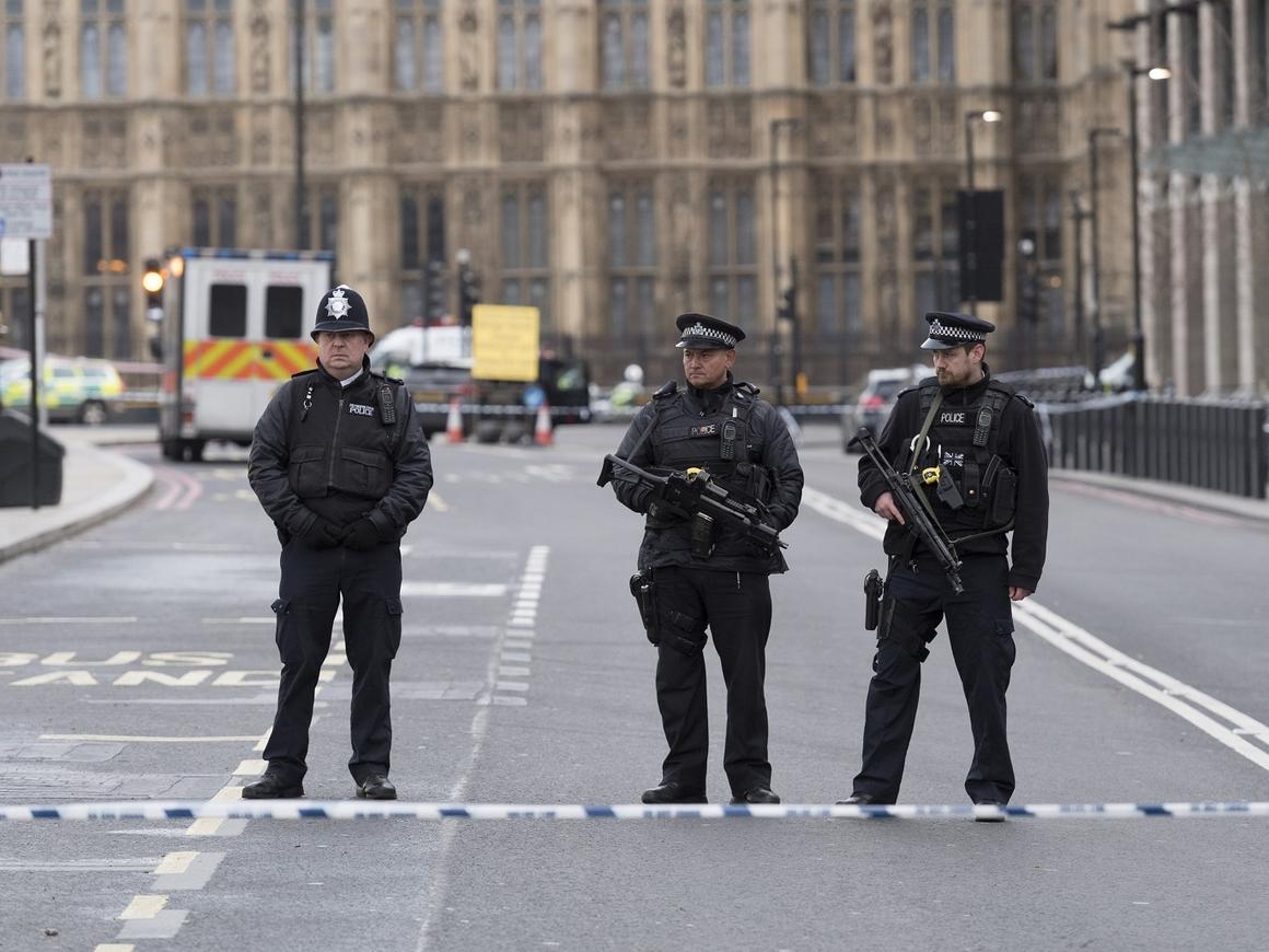 Из-за Трампа британские полицейские живут как мигранты (фото)