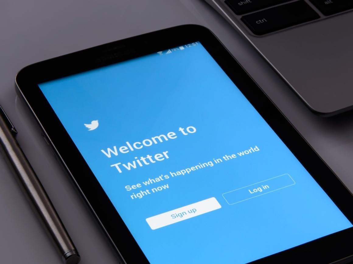 В Twitter удаляют фейковые аккаунты, а подписчиков теряют селебрити