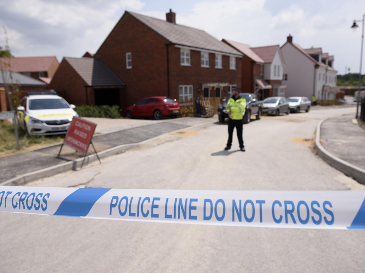 """Британская полиция нашла бутылку со следами """"Новичка"""" в Эймсбери"""