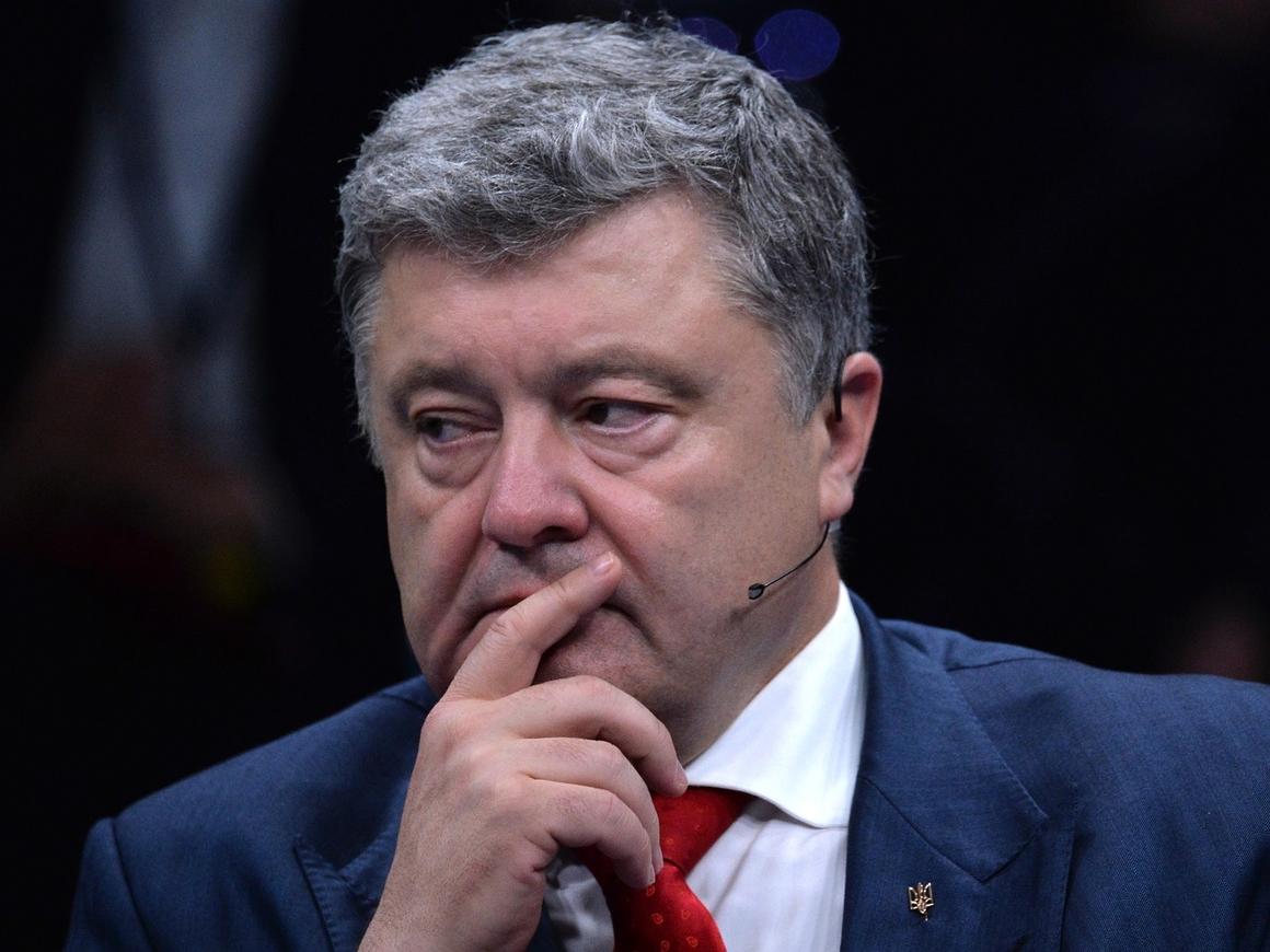 Порошенко стал хедлайнером саммита НАТО… перед пустым залом (фото)