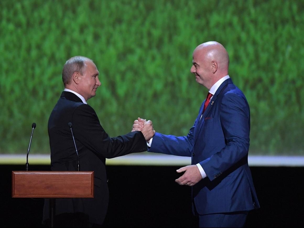 Для тех, кто хочет вернуться: Путин обещает иностранцам комфортный визовый режим