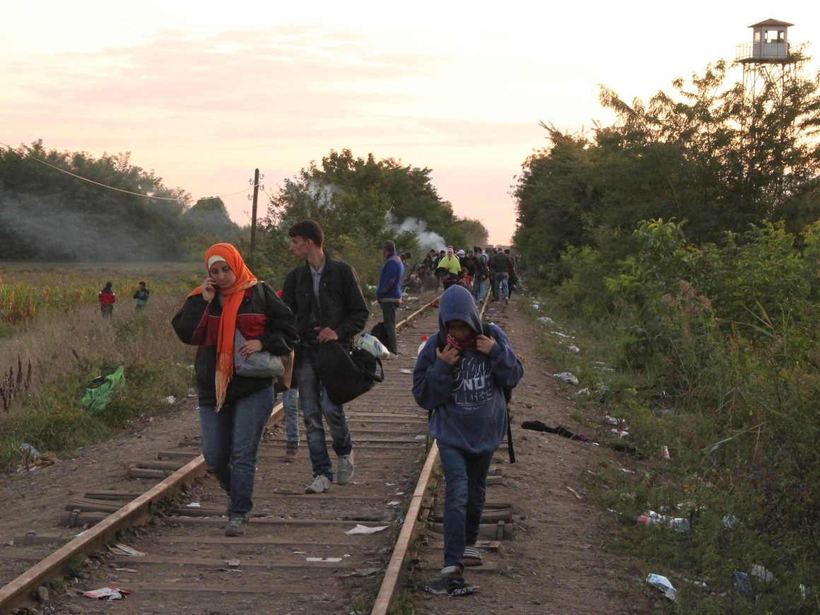 В море спасли беженцев. Италия их не пускает, и на помощь снова идёт Германия