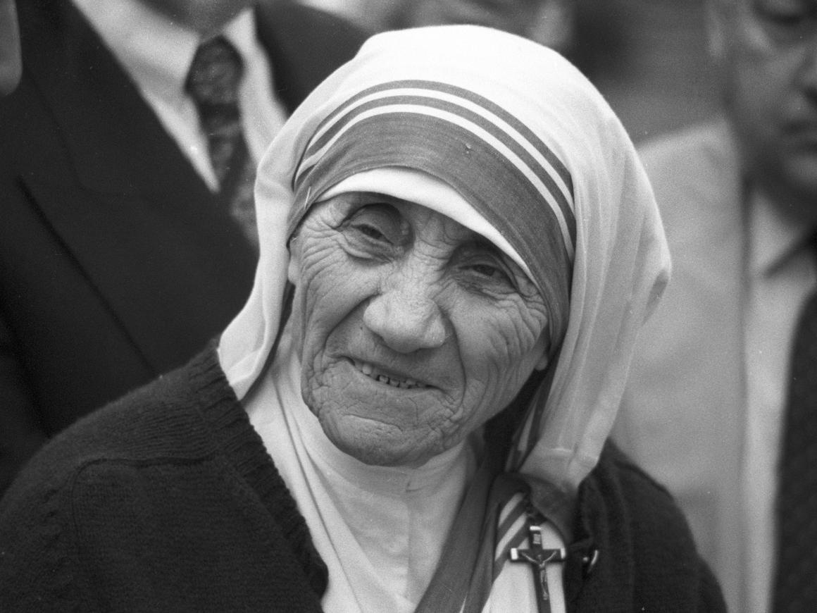 Мать Тереза - киднепер? В Индии распорядились проверить детские дома ордена