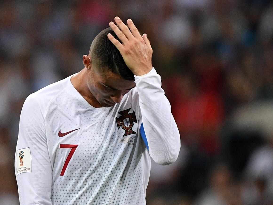 """Футболки по цене трансфера: Роналду ушёл в """"Ювентус"""" и продаёт фанатский мерч"""