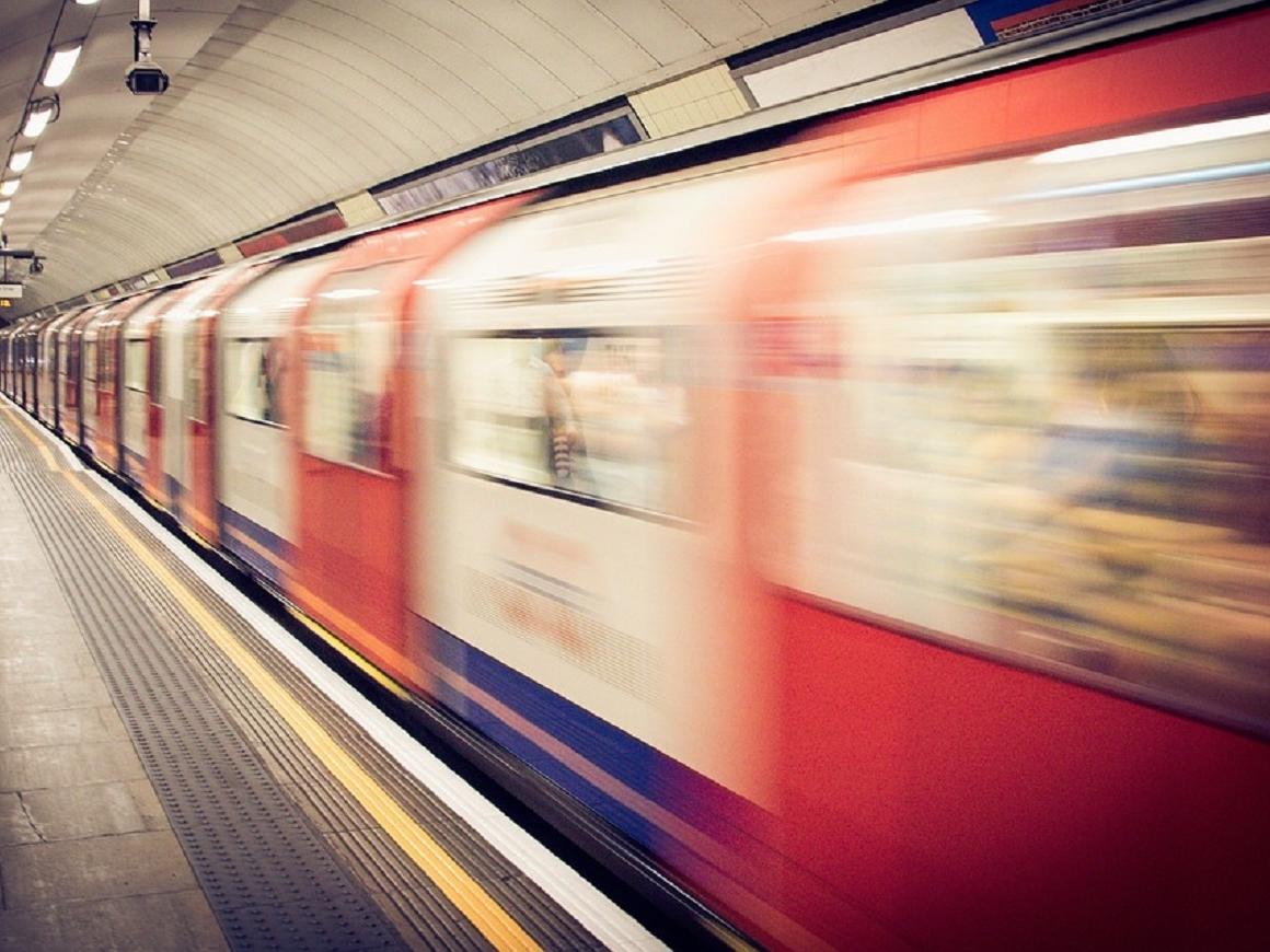 Политик раздала в венском метро 14 000 дезодорантов