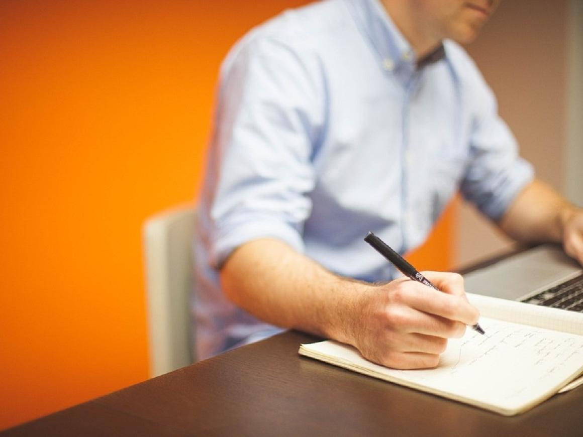 Работа для грустных: тоскующие экстраверты эффективнее всего