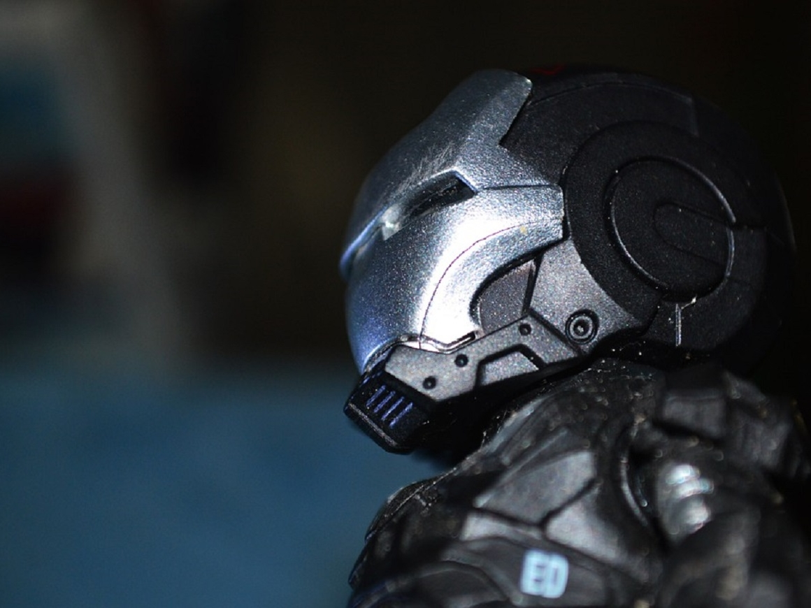 Налетай: в продаже появился костюм Железного человека (видео)