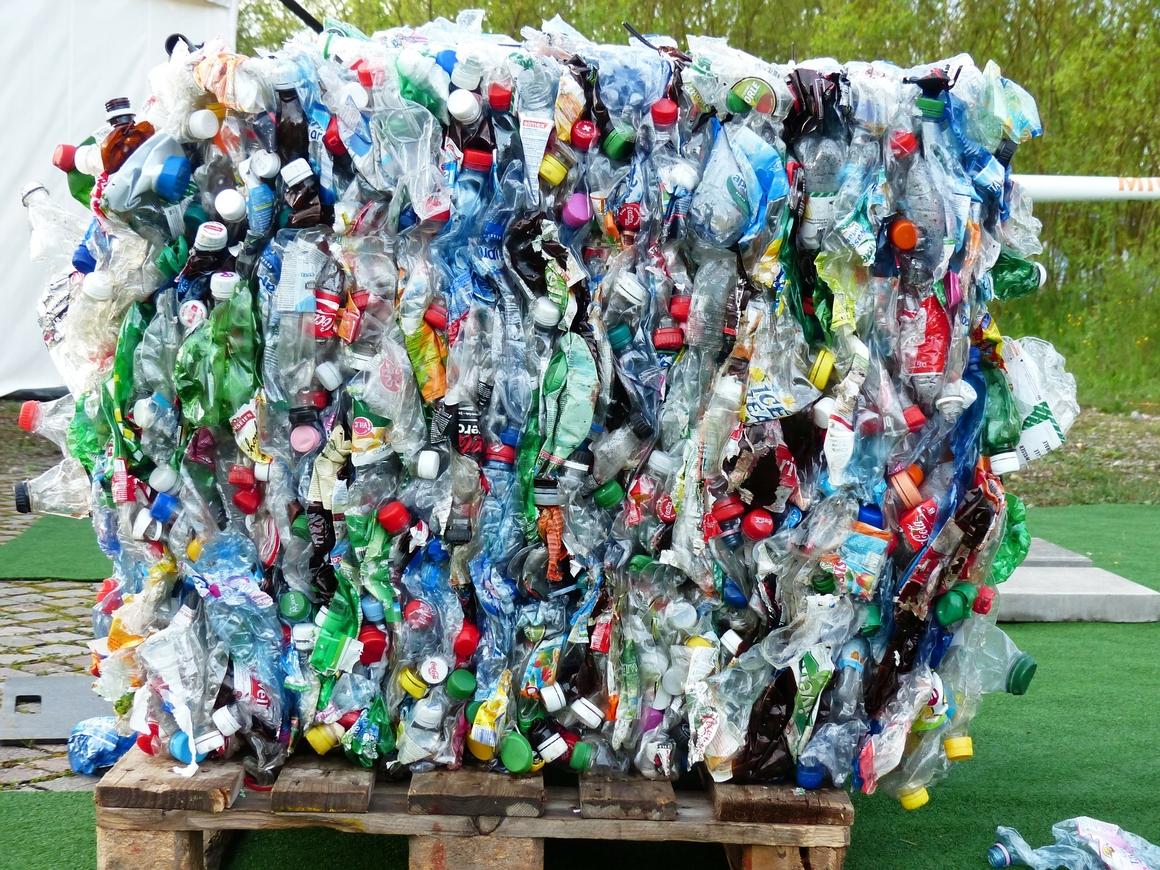 Половина пластиковых отходов Британии уезжает за границу