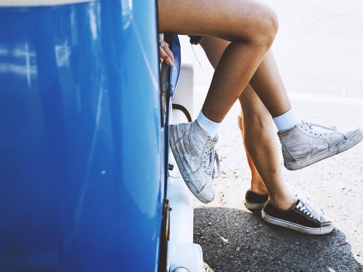 Опасный флешмоб: в этих странах вас покарают за танцы у движущегося автомобиля