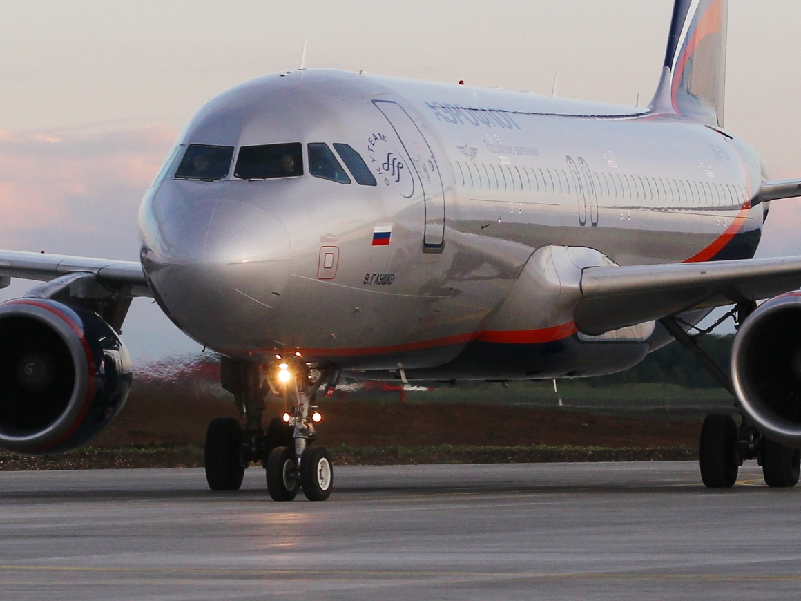 Пахнет керосином: российские авиакомпании повышают цены на билеты, пока на 200 р