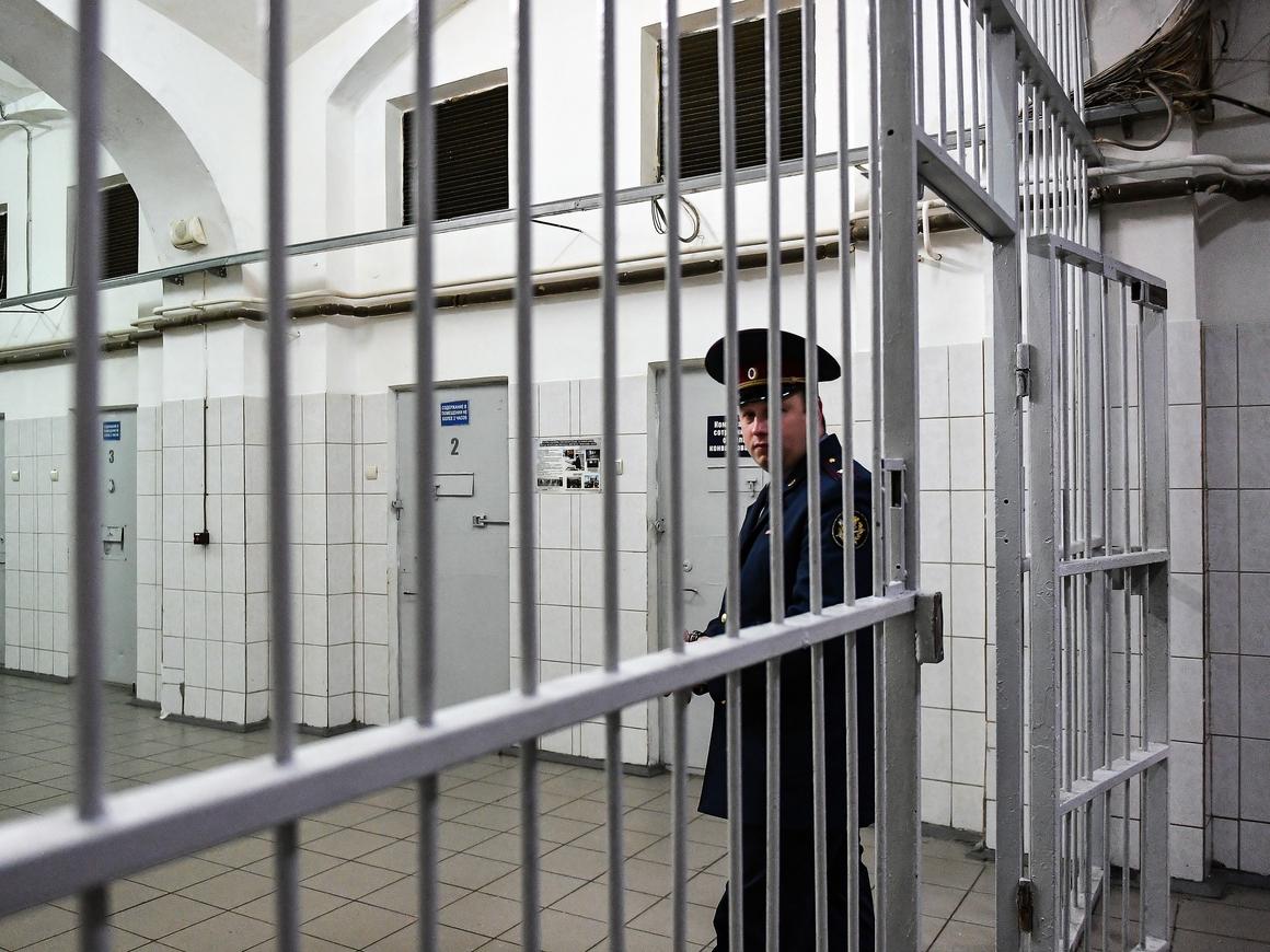 Суд в Ярославле арестовал 5х подозреваемых в избиении заключённого в колонии №1