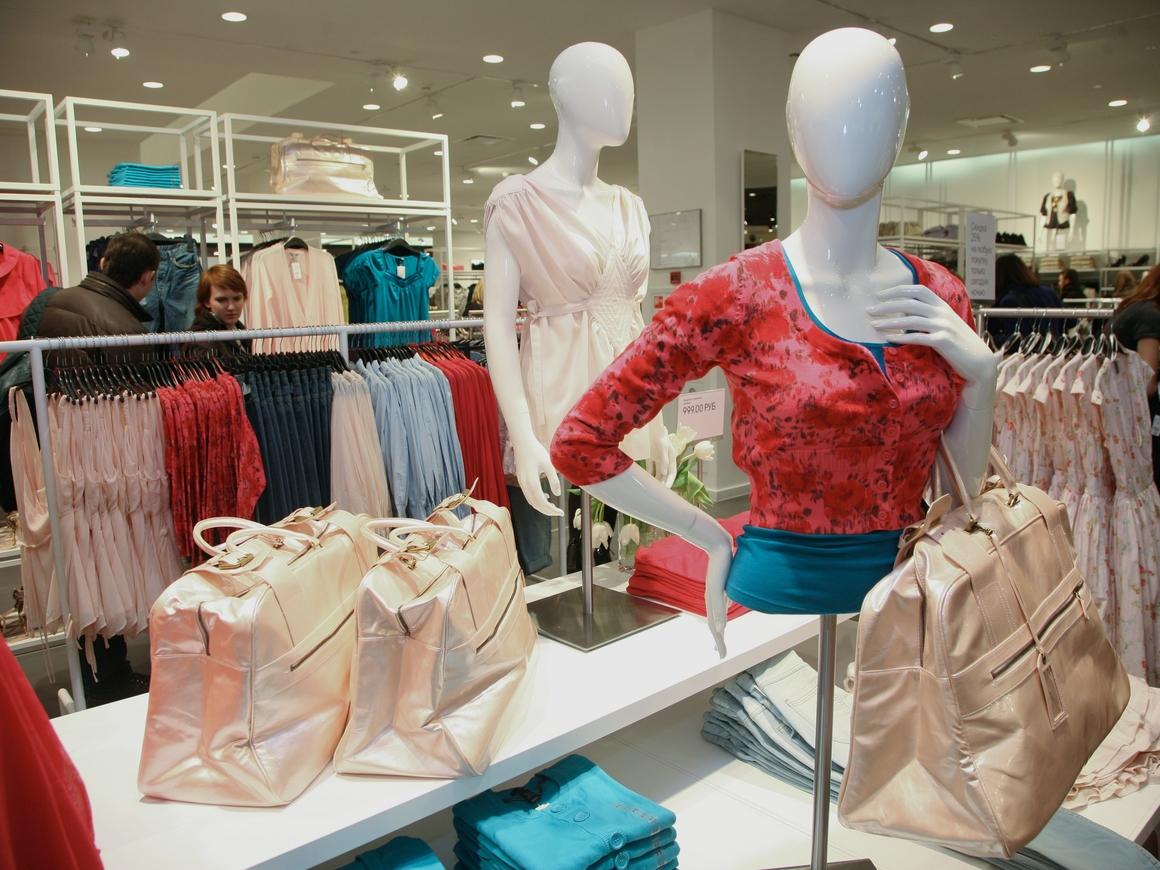 Теперь модели H&M выглядят как люди: их больше не фотошопят