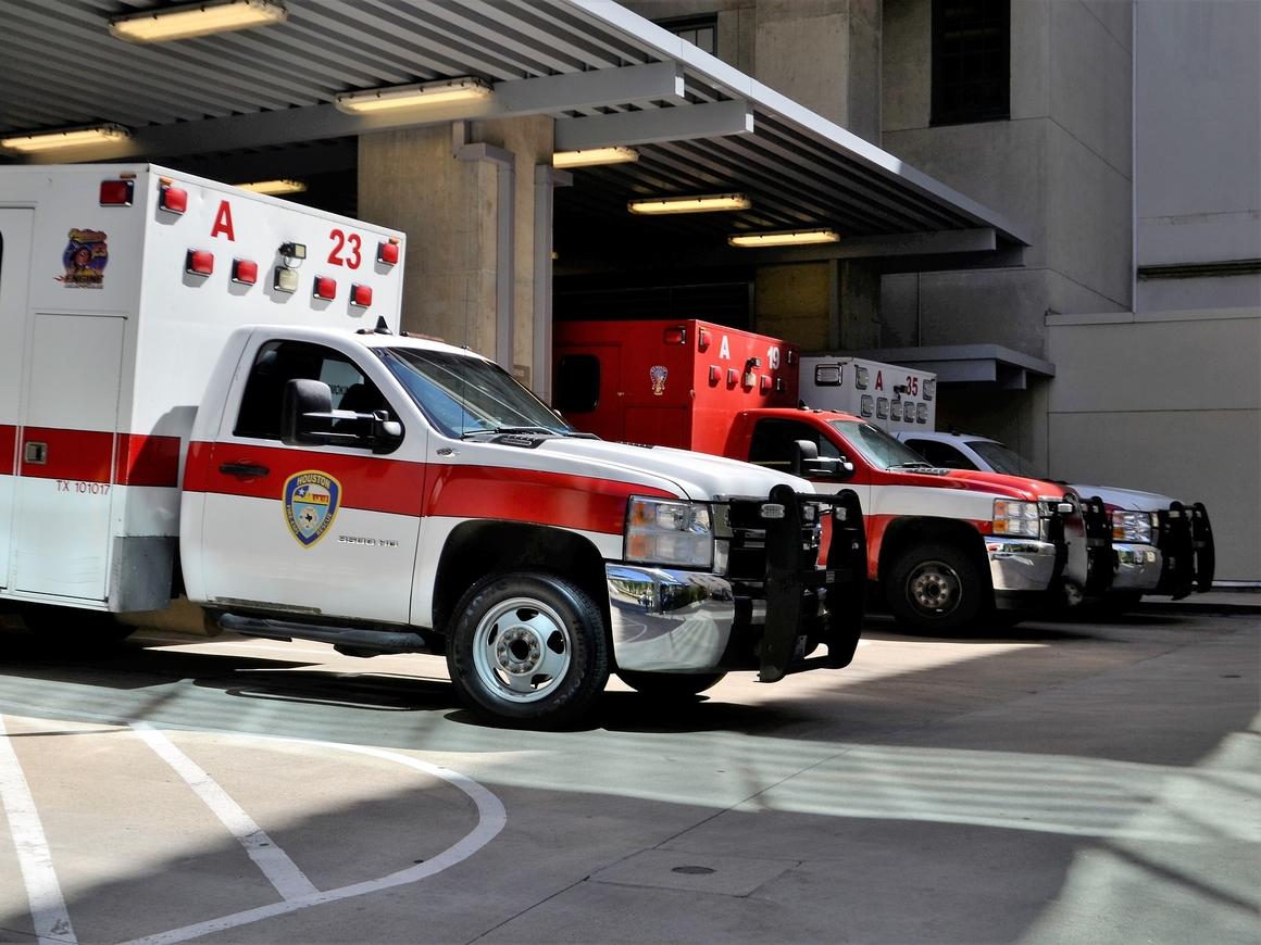 США: медики приехали по вызову, чтобы отговорить от поездки в больницу