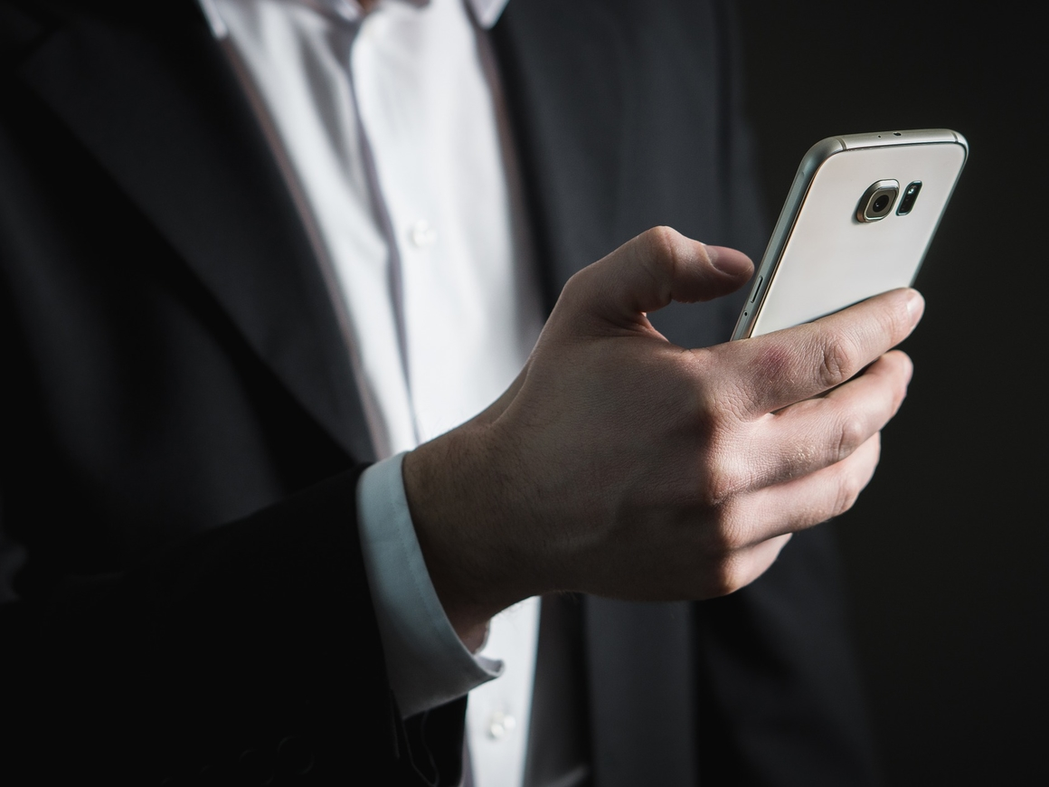 Война смартфонов: Huawei вышел в топ продаж после Samsung. Apple - лишь третьи