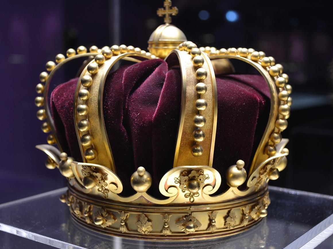 В Швеции двое преступников украли королевские драгоценности и уплыли на лодке