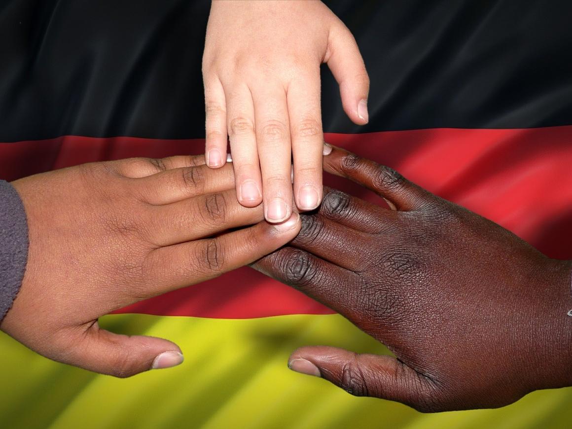 Прикладная математика: является ли Германия страной мигрантов?