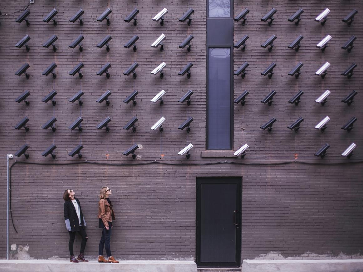 Китайский вариант свободы слова: интервью профессора прервали полицейские
