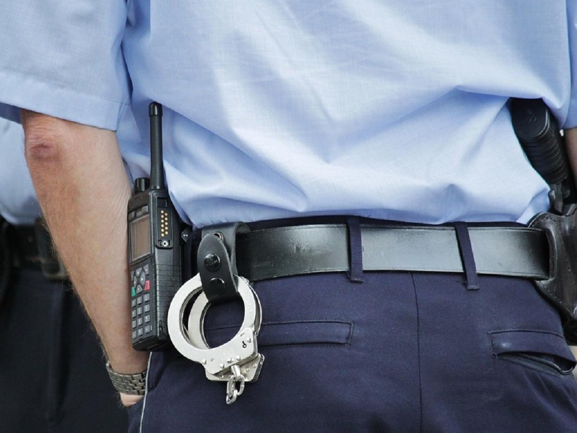 Может ли секс помешать карьере полицейского? Да, легко!
