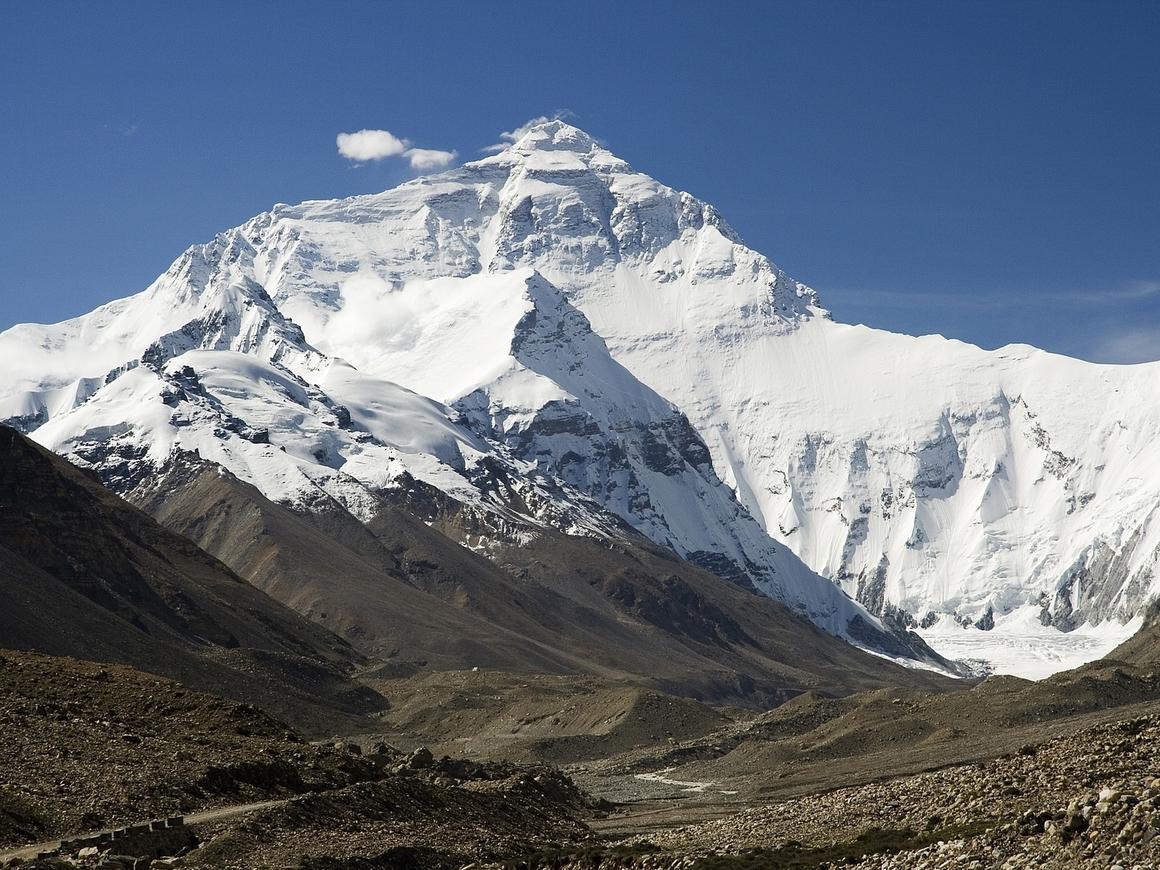 Покорение Эвереста - не только героизм. Это ещё и 13 тонн человеческого дерьма