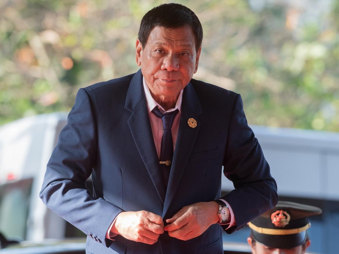 """Президент Филиппин ополчился на полицейских: """"Вы - животные, почему вы здесь?"""""""