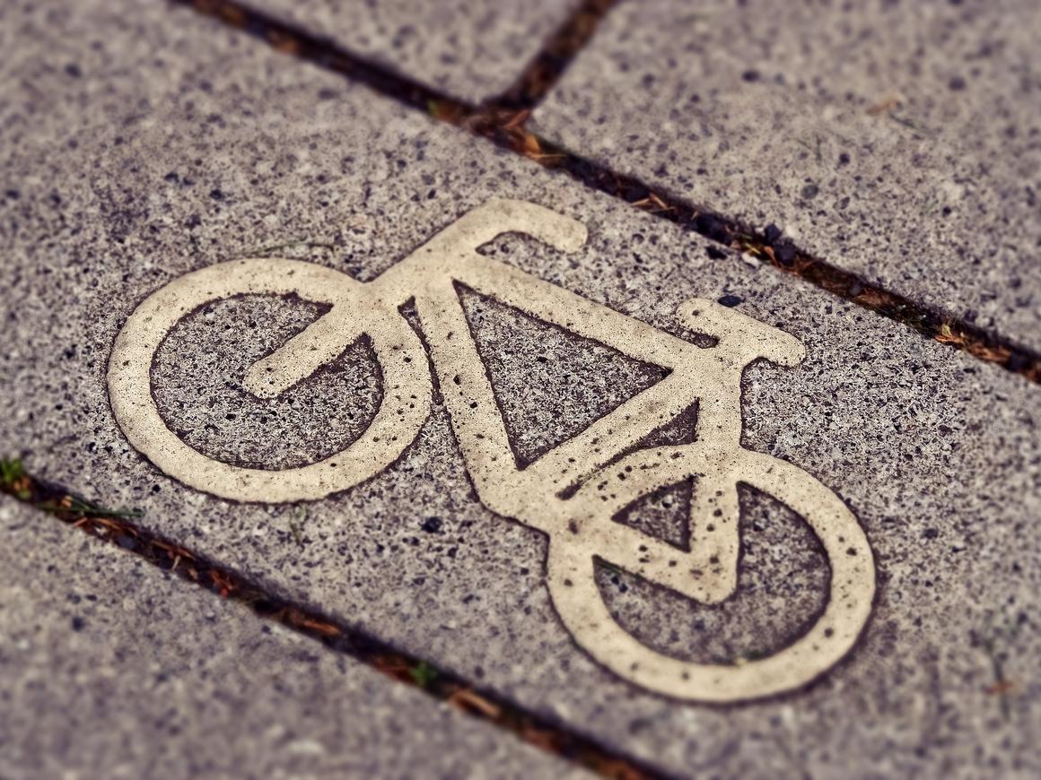 Квадратиш, практиш, гут: новая (и странная) велодорожка в Берлине (фото + видео)