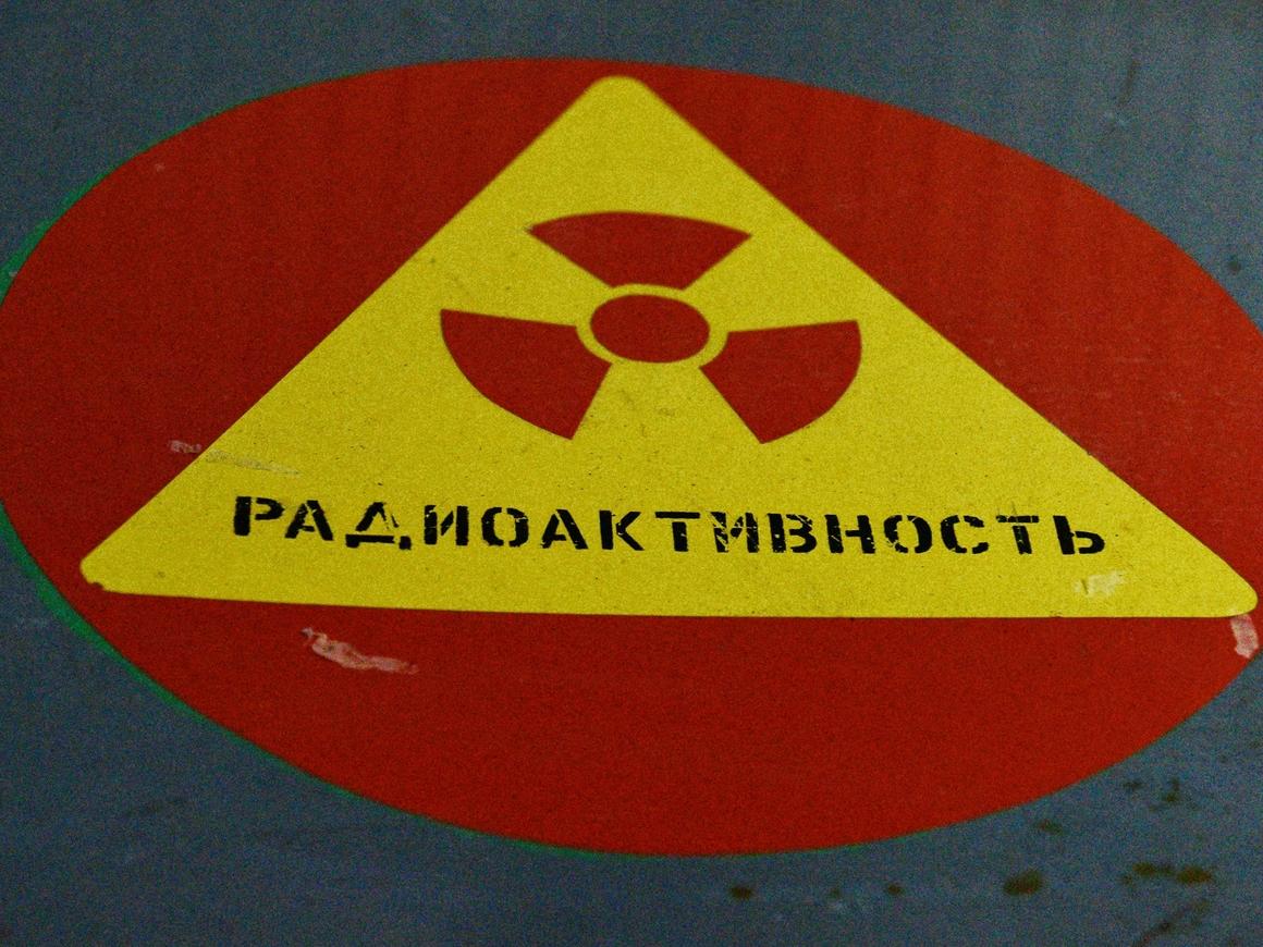 Ребёнок в радиозащитном костюме портит имидж Фукусимы