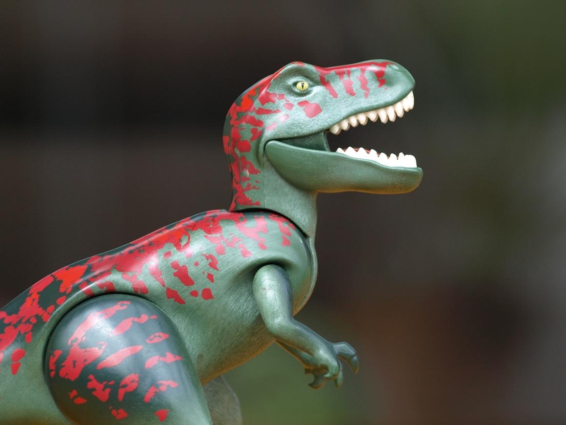 Как помыть динозавра? В нью-йоркском музее знают ответ (видео)