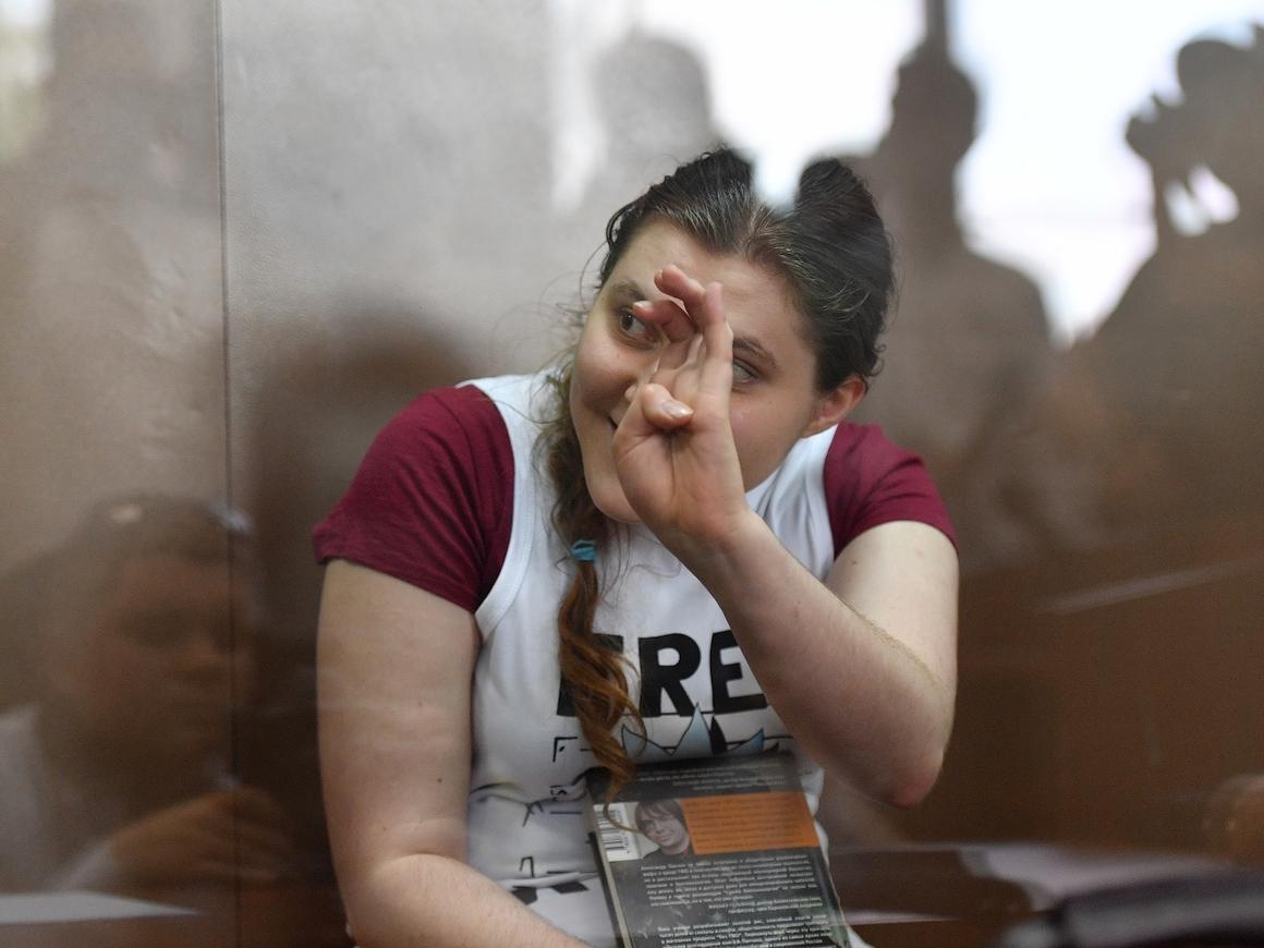 """Дело """"Нового величия"""": Павликову и Дубовик отправляют из СИЗО домой"""