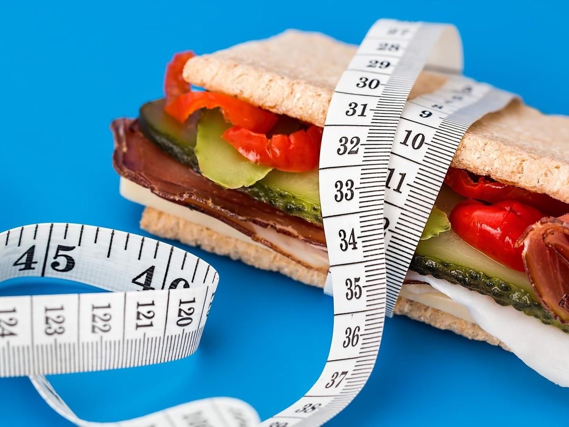 Как заставить нацию худеть? Посадить политиков на диету!