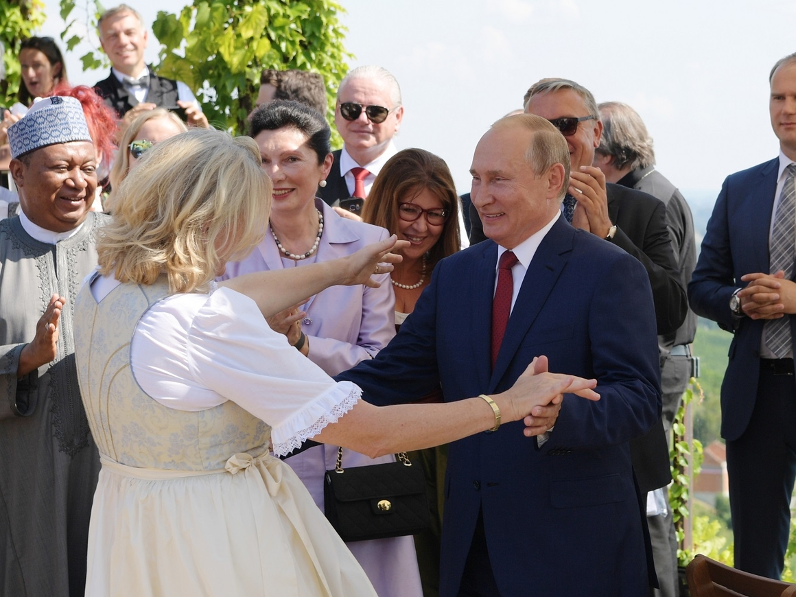 Как Путин погулял на свадьбе главы австрийского МИД (фото + видео)