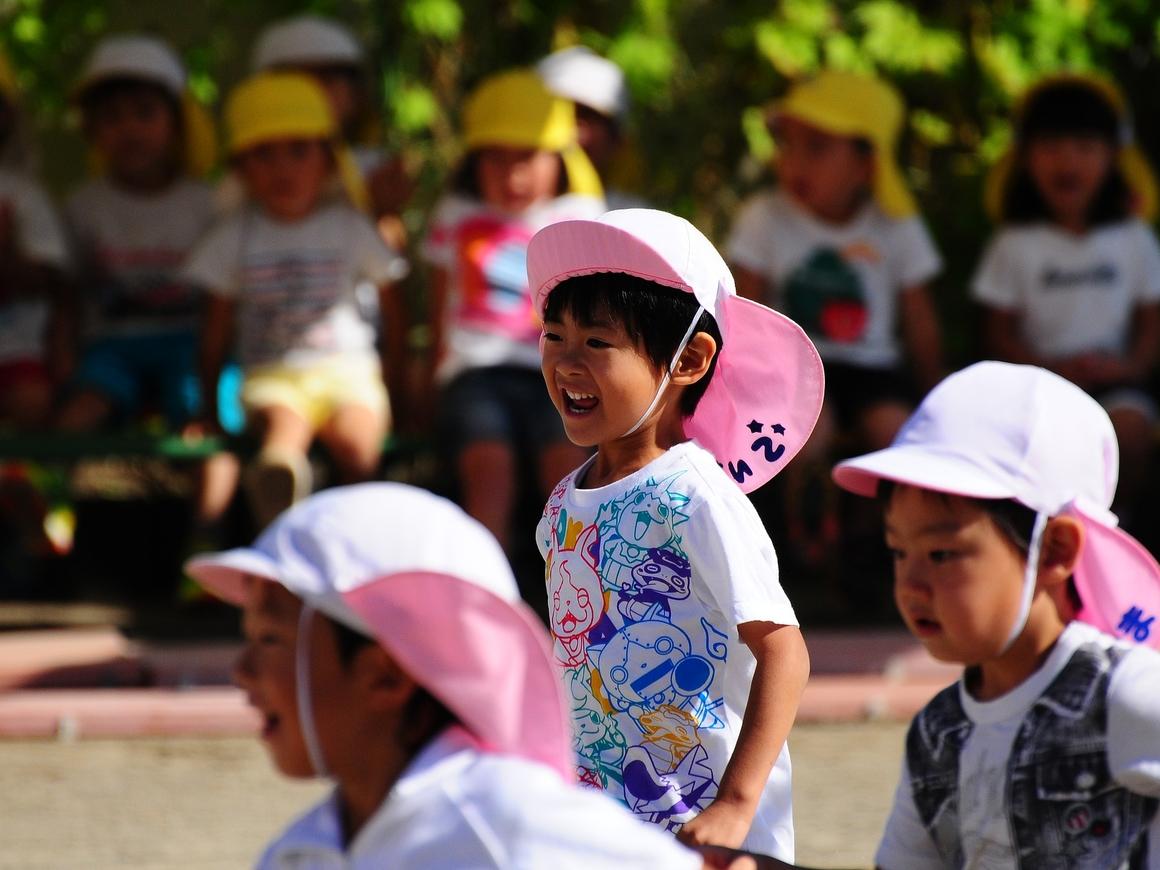 """Маленькие """"игиловцы"""" прошли парадом в Индонезии (видео)"""