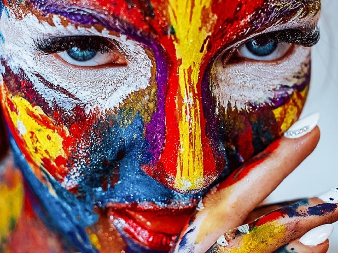 Цветная мозаика из масок на лице - это мультимаскинг и это новый тренд (фото)