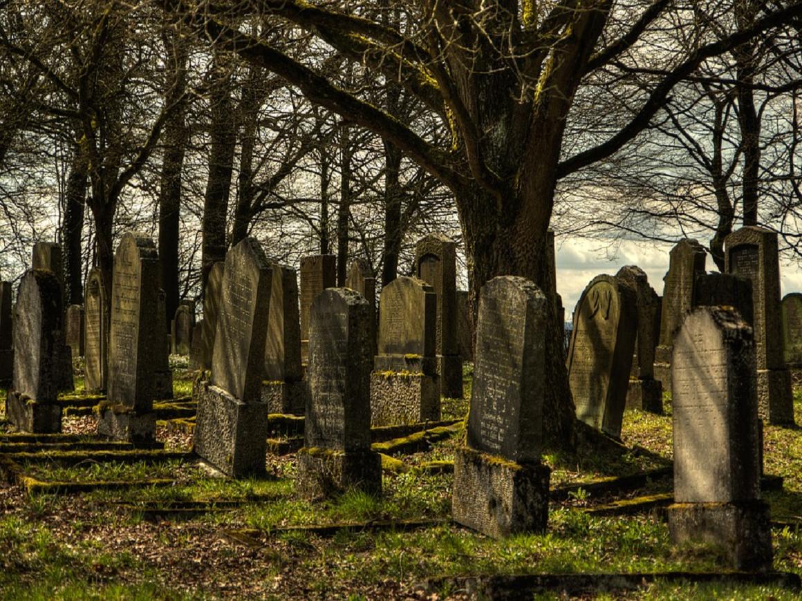 В Таджикистане надгробные плиты будут одинакового размера - все покойники равны