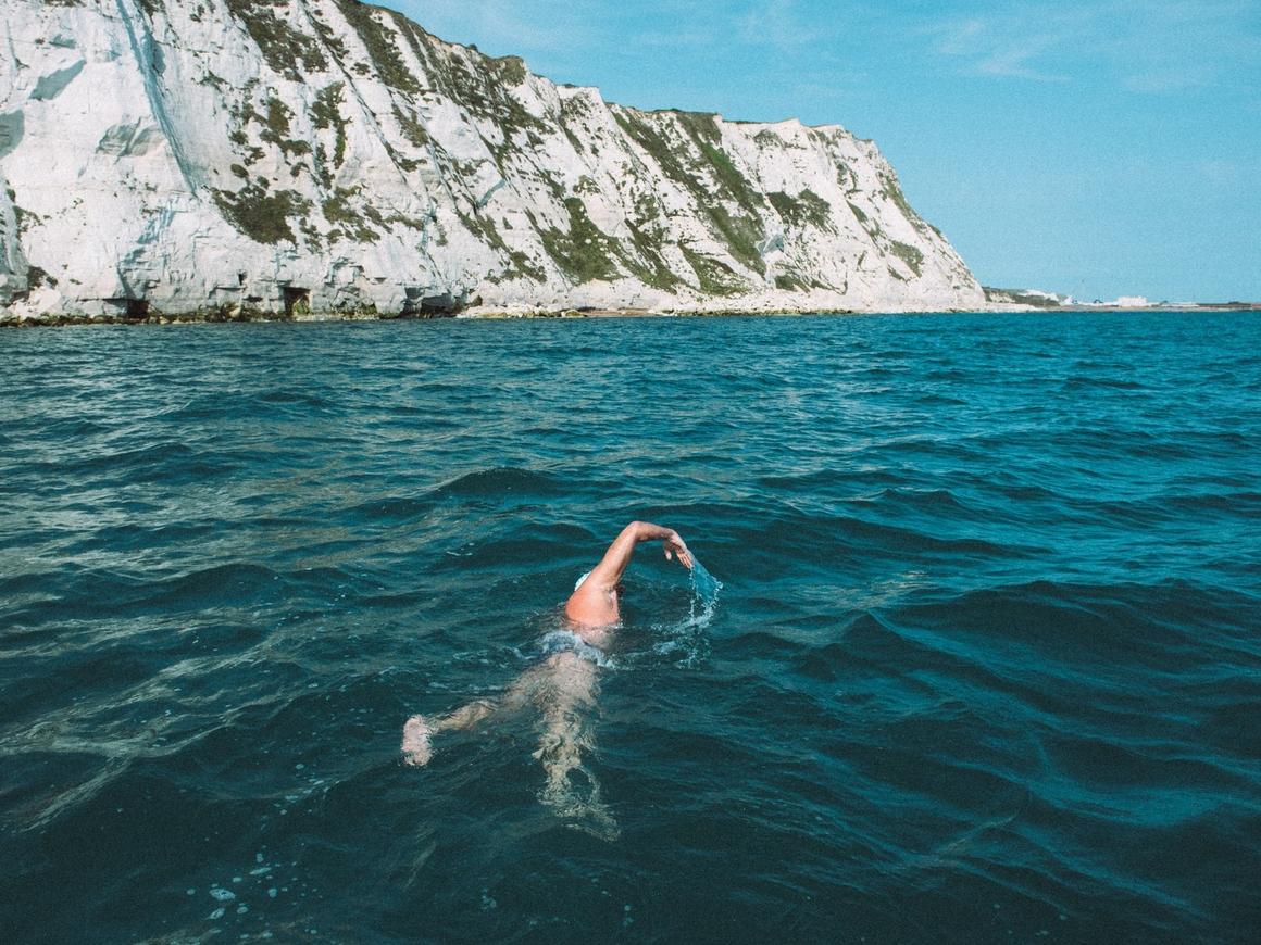 Заплыв длиной в 49 дней через весь Ла-Манш: всё ради экологии (видео)