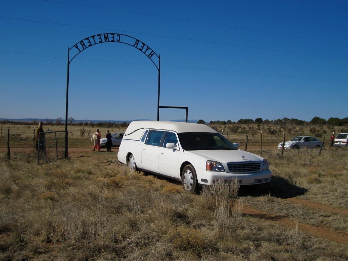 В Мексике вор угнал машину. Оказалось, это катафалк с трупом внутри. Неловко