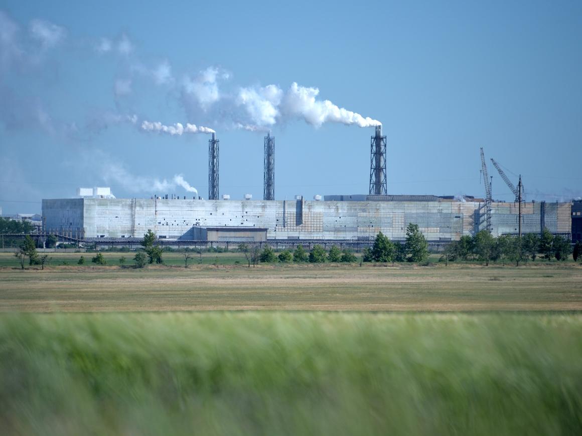В Крыму в воздух попал сернистый газ. Меры приняли только через 10 дней (видео)