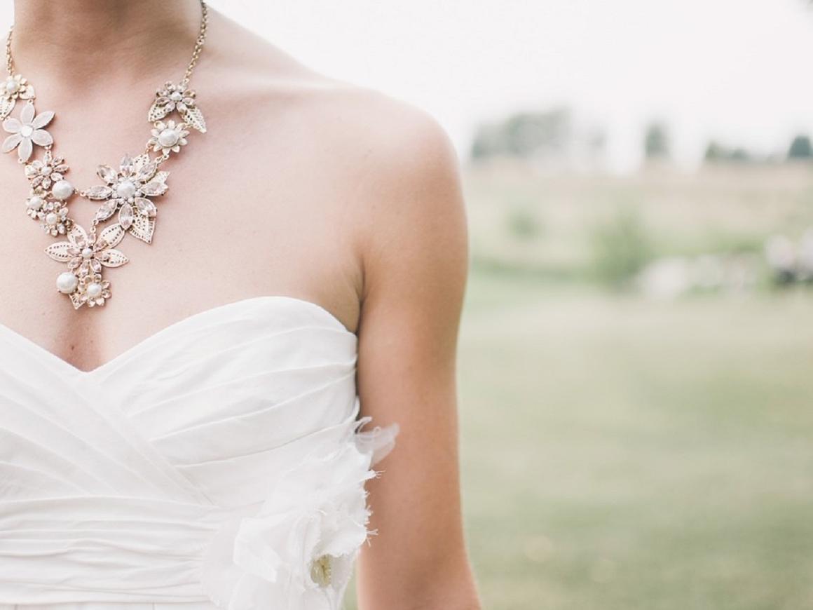 Слишком открытое свадебное платье? Извольте налог заплатить
