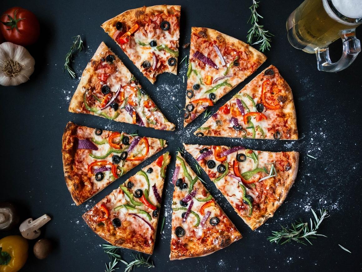 В Японии доставщик пиццы боролся с порывами ветра 172 км/ч. Проиграл