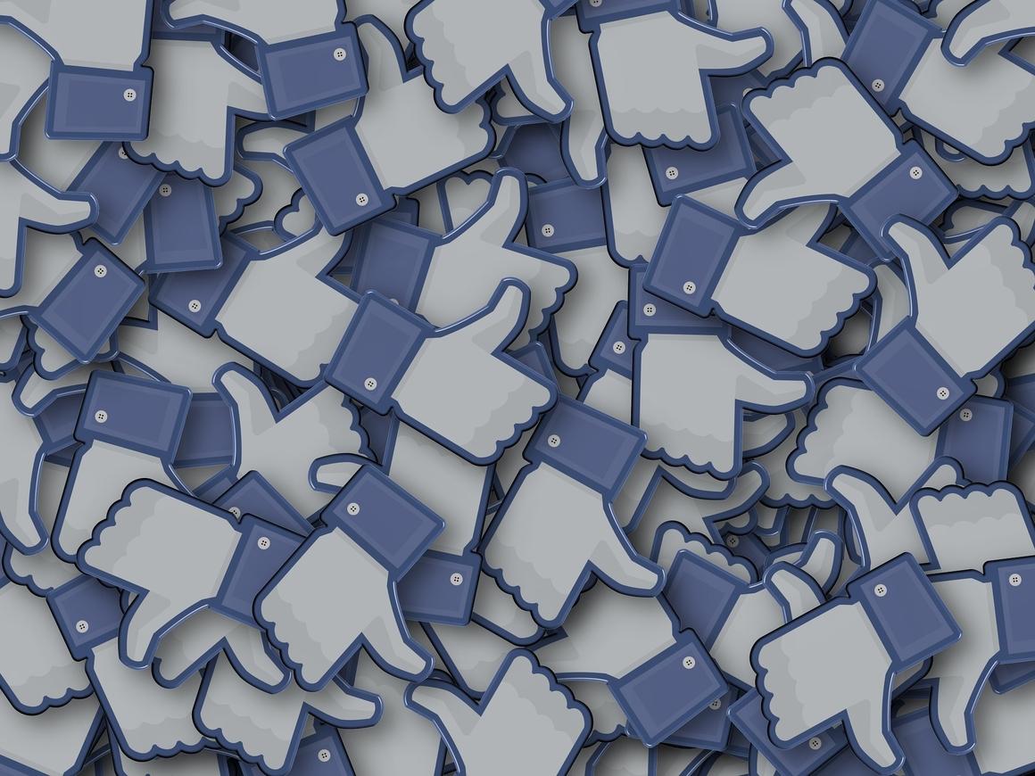 Facebook заблокировал аккаунт за фото с Захарченко. ДНР для соцсети террорист