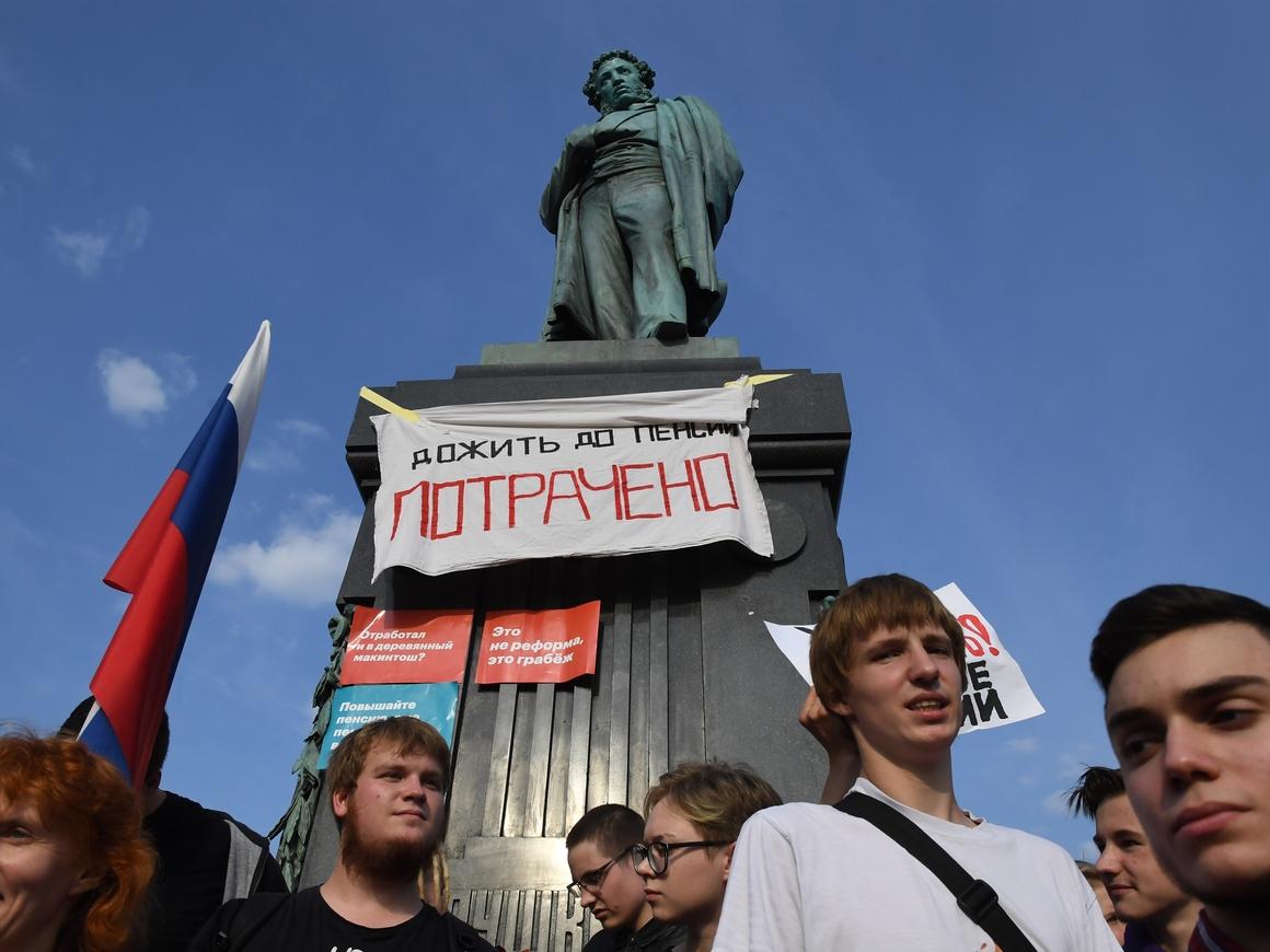 Протесты, ОМОН, демократия: как в России прошёл единый день голосования