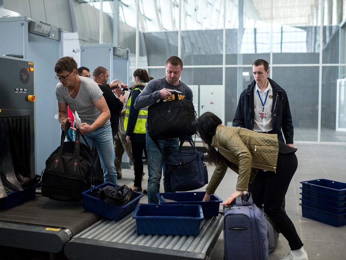 Долой муторные досмотры: в РФ создали новый аппарат для проверки багажа