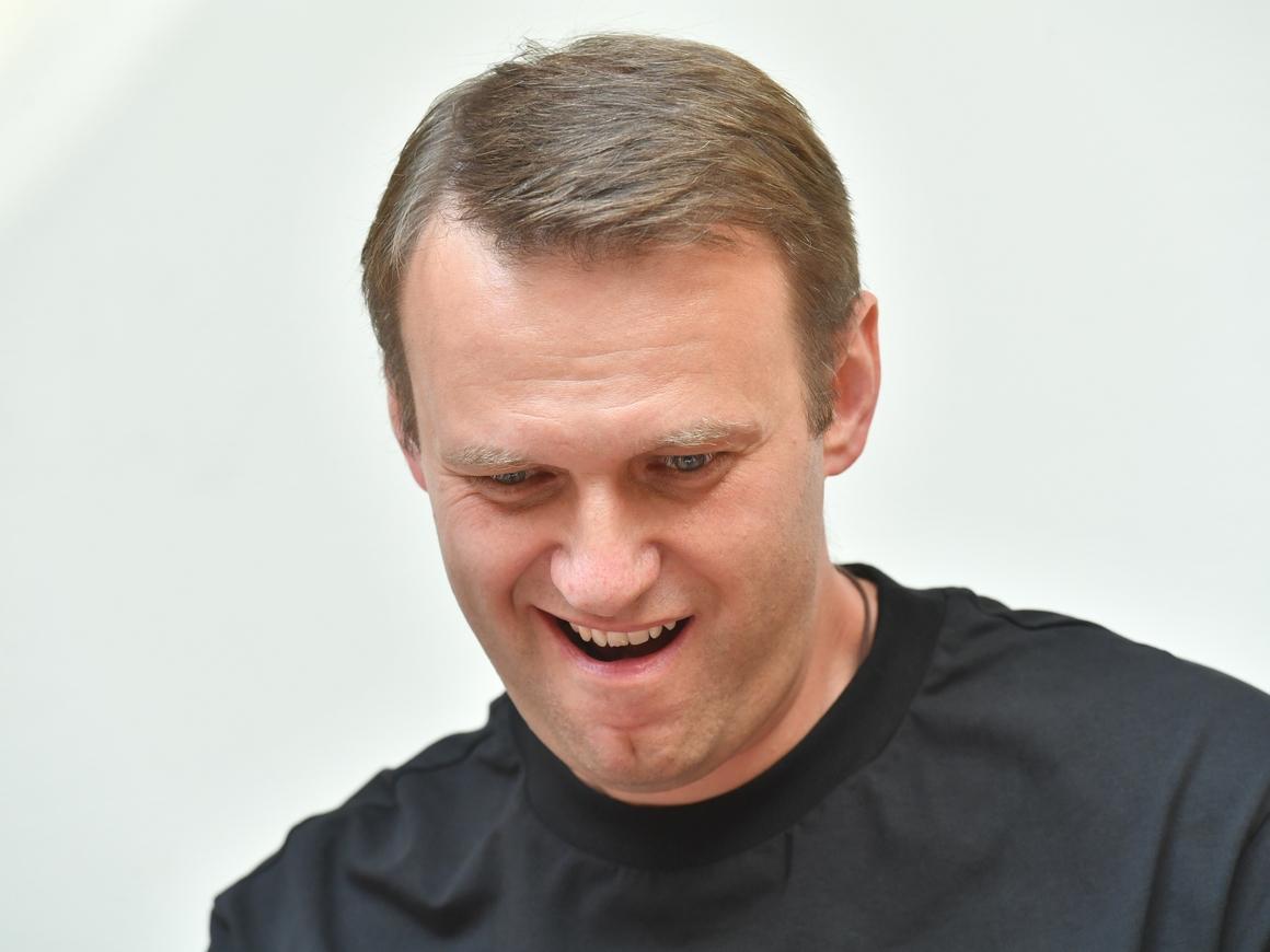 Навальный не привык к вызовам на дуэли, внезапные нападения ему знакомы лучше