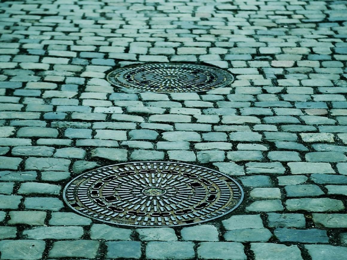 Искусство на улицах Германии: канализационные люки как арт-объект